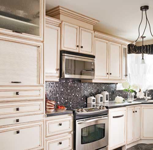 Porte d'armoire de cuisine en lambris