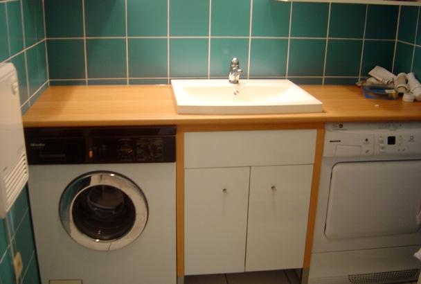 Plan de travail salle de bain avec machine à laver