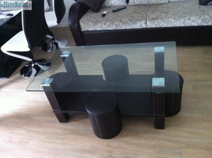 Table basse en verre et pouf