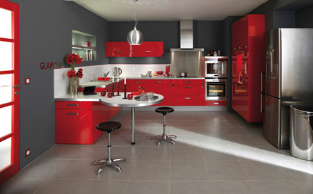 cuisine rouge avec plan de travail blanc. Black Bedroom Furniture Sets. Home Design Ideas