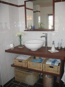 comment fixer plan de travail salle de bain. Black Bedroom Furniture Sets. Home Design Ideas