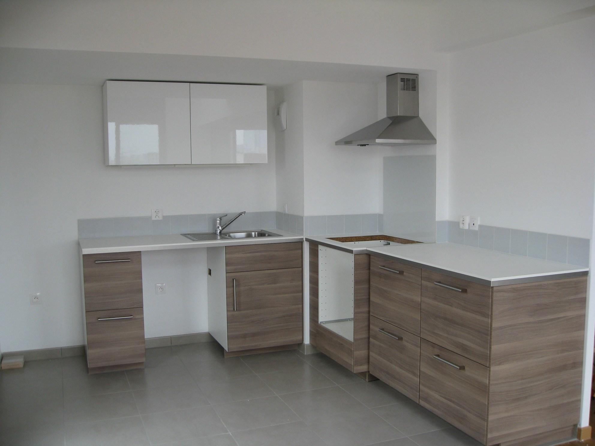 Fixation meuble haut cuisine dans beton