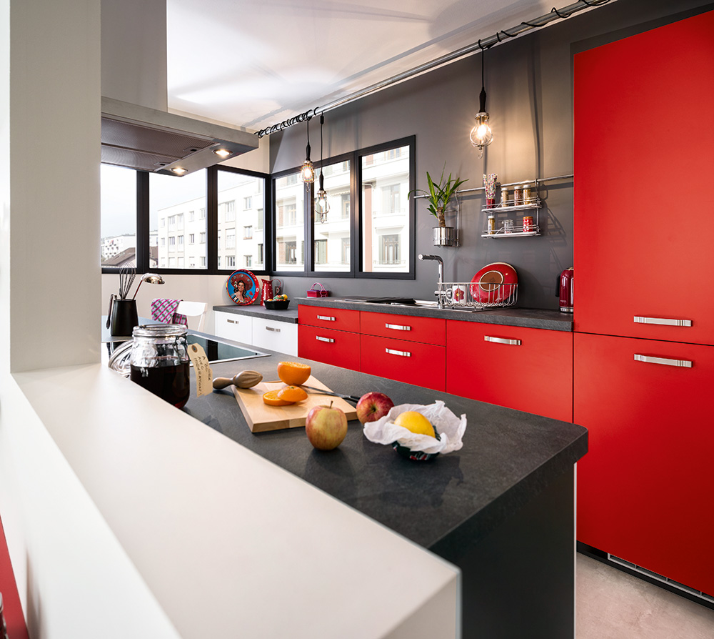 Photo cuisine noire et rouge