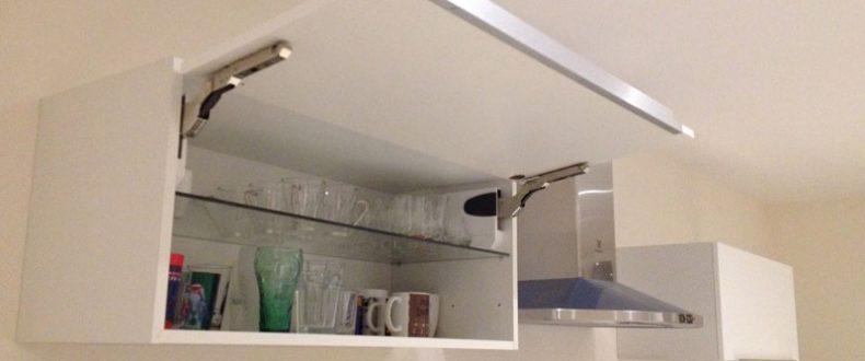 Installer un meuble haut cuisine