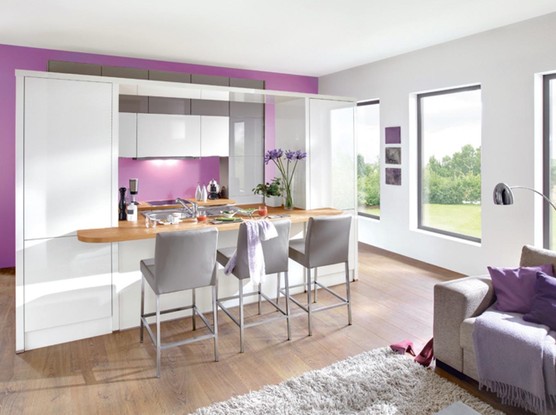 Deco salon avec cuisine ouverte rouge