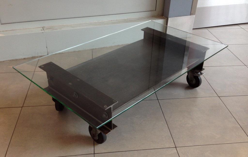 Table basse verre roulette industrielle