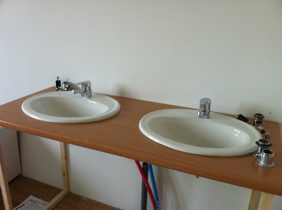 Plan de travail salle de bain avec vasque