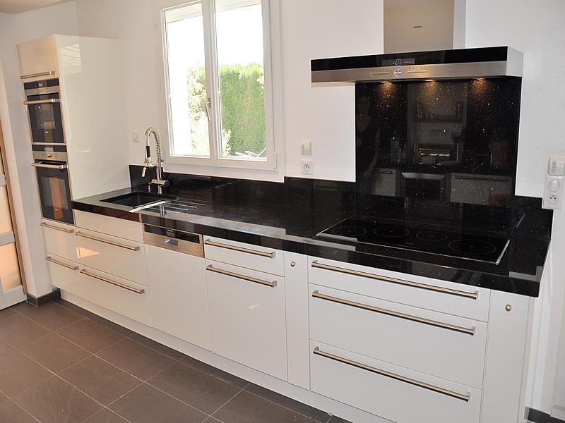 Plan travail cuisine marbre noir - tendancesdesign.fr