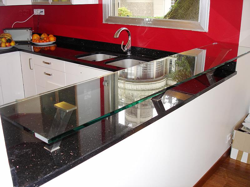 Plan de travail de cuisine en marbre noir