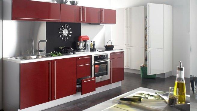 Decoration cuisine rouge bordeau
