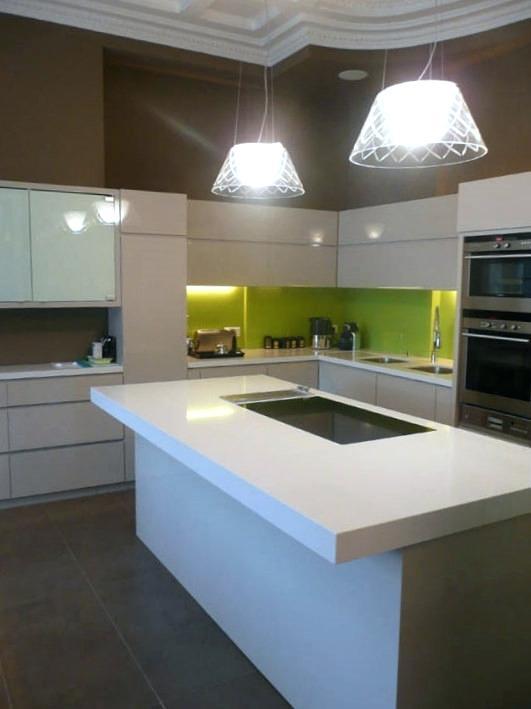 Plan de travail cuisine en quartz blanc