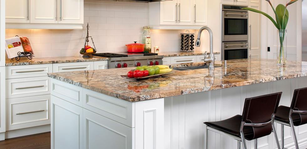 cuisine avec plan de travail en granit marron. Black Bedroom Furniture Sets. Home Design Ideas