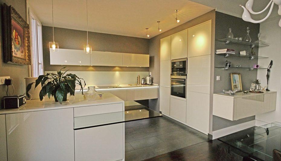 couleur mur cuisine blanc et bois. Black Bedroom Furniture Sets. Home Design Ideas