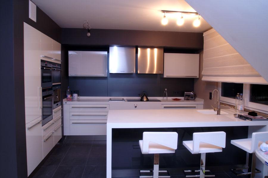couleur mur cuisine noir. Black Bedroom Furniture Sets. Home Design Ideas
