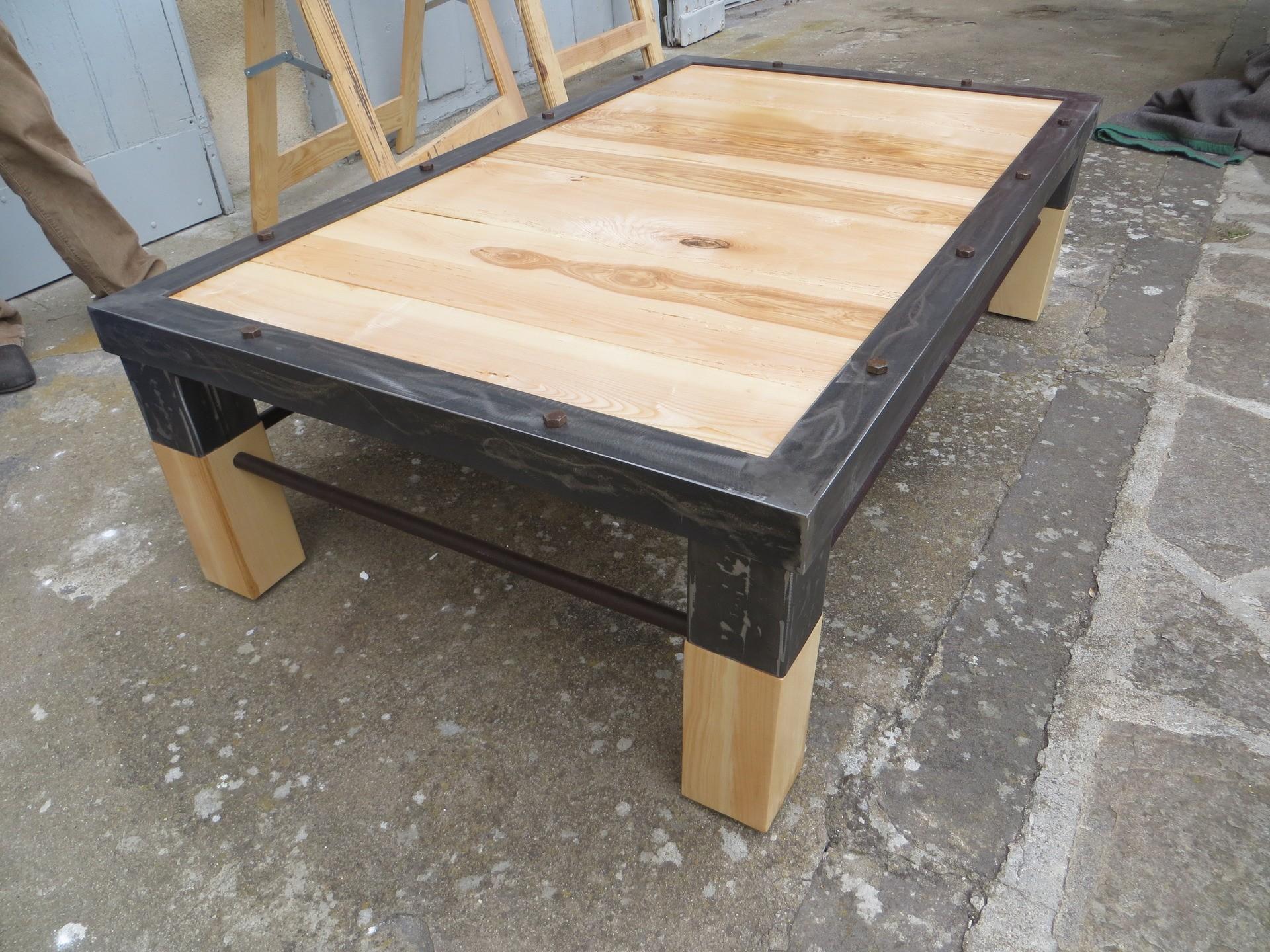 Idee table basse industrielle