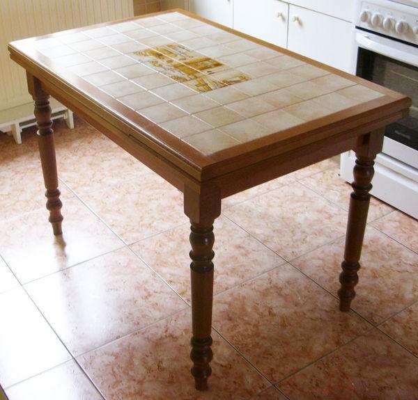 Table de cuisine carrelée